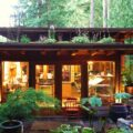 vikendica sa zelenim krovom