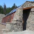 Velika kamena kuća sa solarnim sistemom za život van mreže u Montani