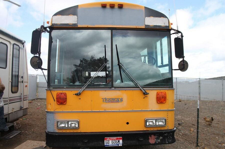 Šestočlana porodica živi u autobusu preuređenom u kuću